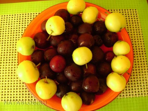 Алыча и яблоки для пирога