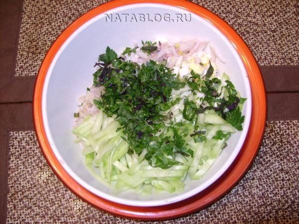 Кальмары, рис, яйца, огурец, зелень