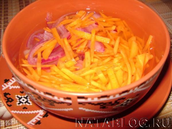 Маринум лук и морковь