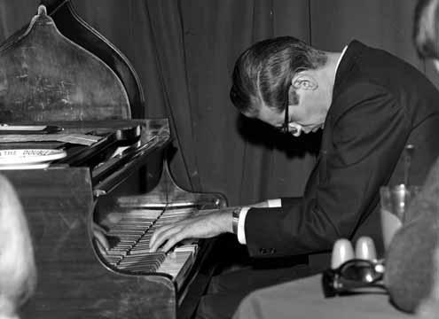 Билл Эванс за роялем