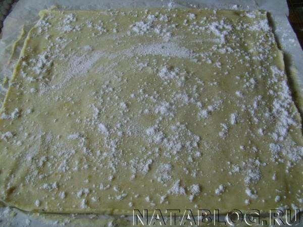 Пласт с сахарной пудрой