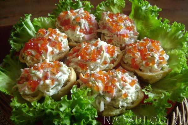 Рыбные гнезда на салате