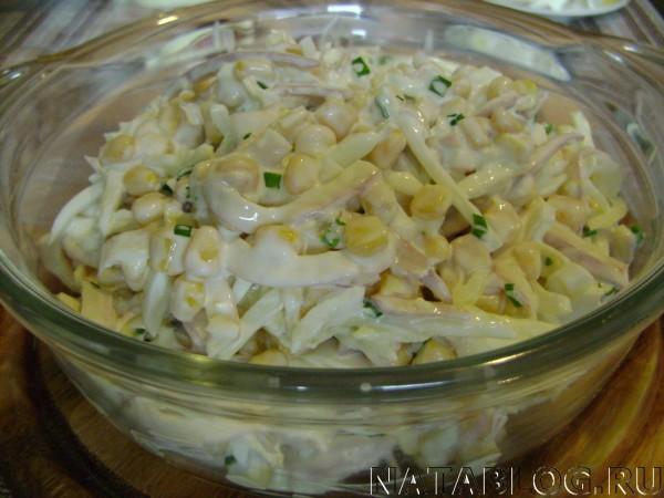 Салат перемешивают