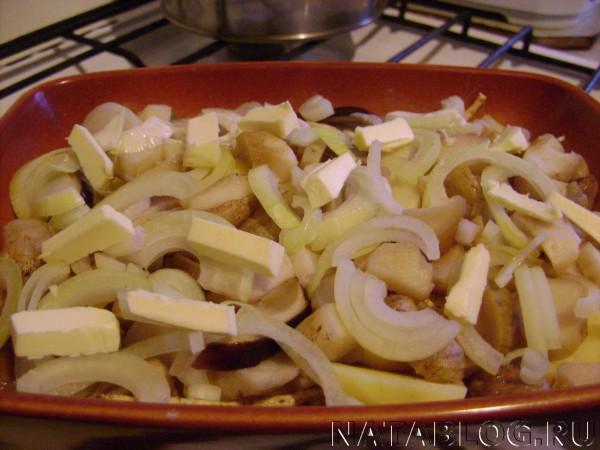 Картошка с замороженными грибами в духовке
