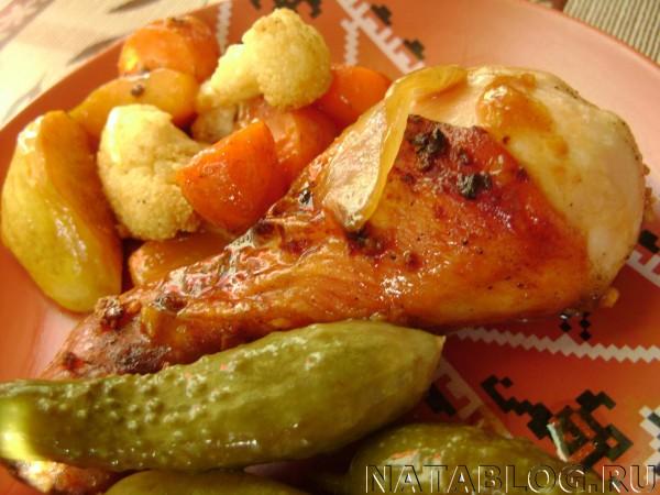 Блюдо с огурчиками