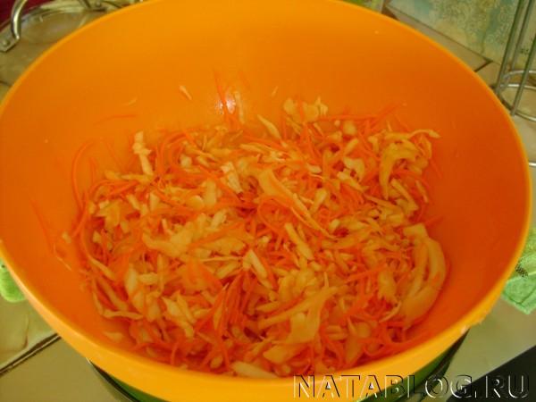 морковь перемешиваем с капустой