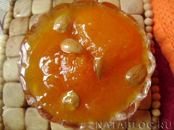 Варенье из абрикосов вблизи